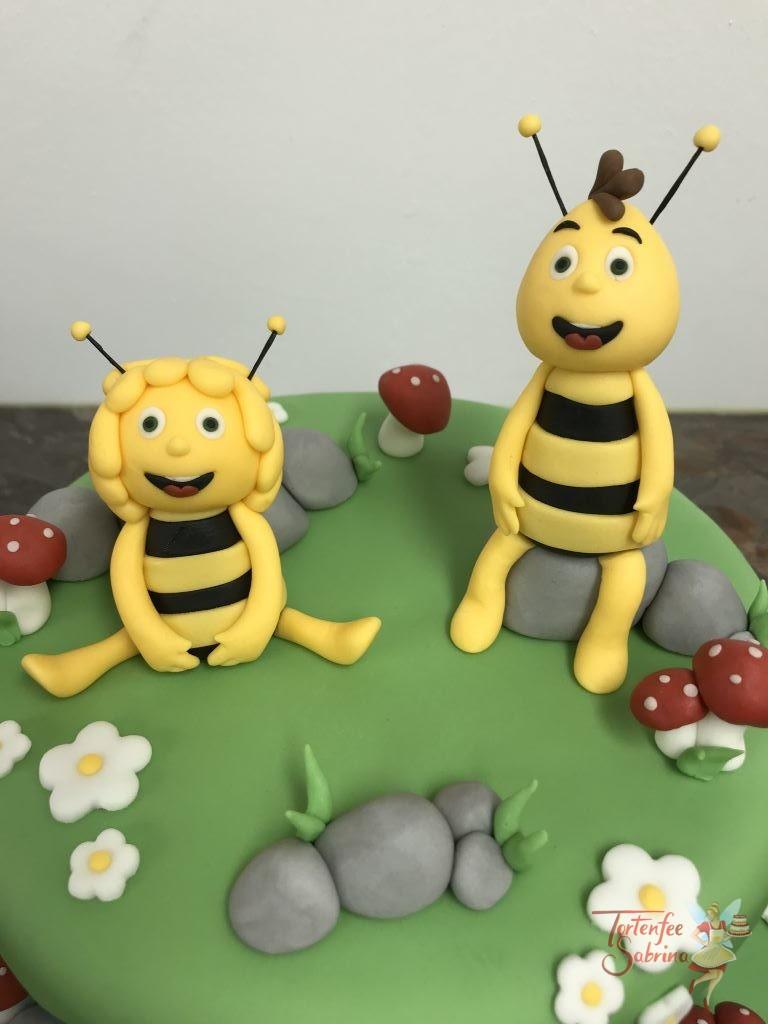Geburtstagstorte Buben - Biene Maja und Arlo & Spot. Diese Torten zeigen die Bienen auf der Wiese und den Dino mit Menschenkind auf der Sumpfwiese.