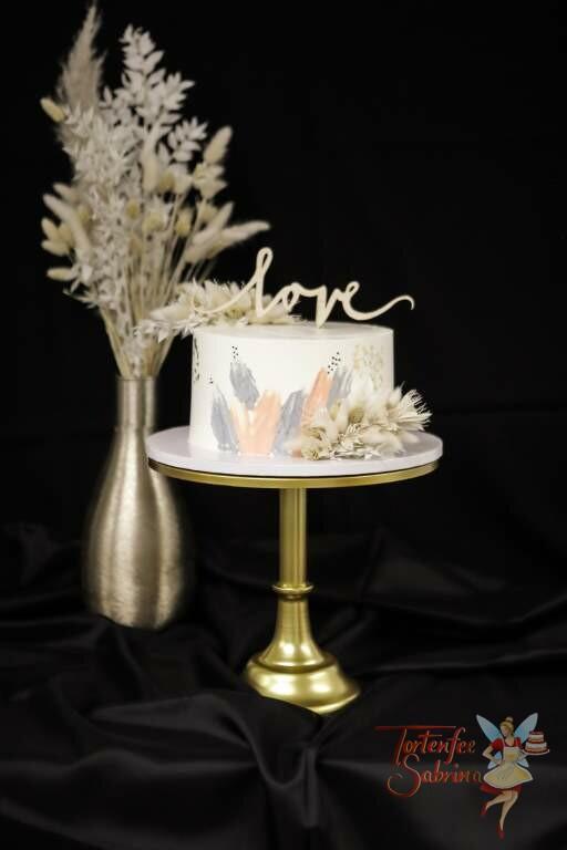 Hochzeitstorte - Blattgold mit Trockenblumen und farbigen Streifen in den Farben apriko und grau, ebson krönt die Torte ein Cake Topper.