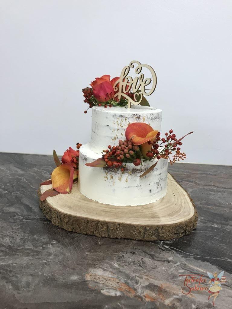 Hochzeitstorte - Blumen im Herbst, diese weiße Torte wurde mit Blattgold, Cake Topper und Blumen in herbstlichen Farben.