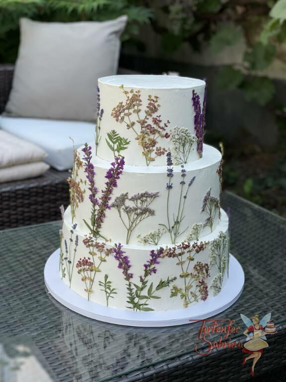 Hochzeitstorte - Getrocknete Wildblumen auf der Buttercreme, diese wurden selbst getrocknet und akribisch arrangiert.