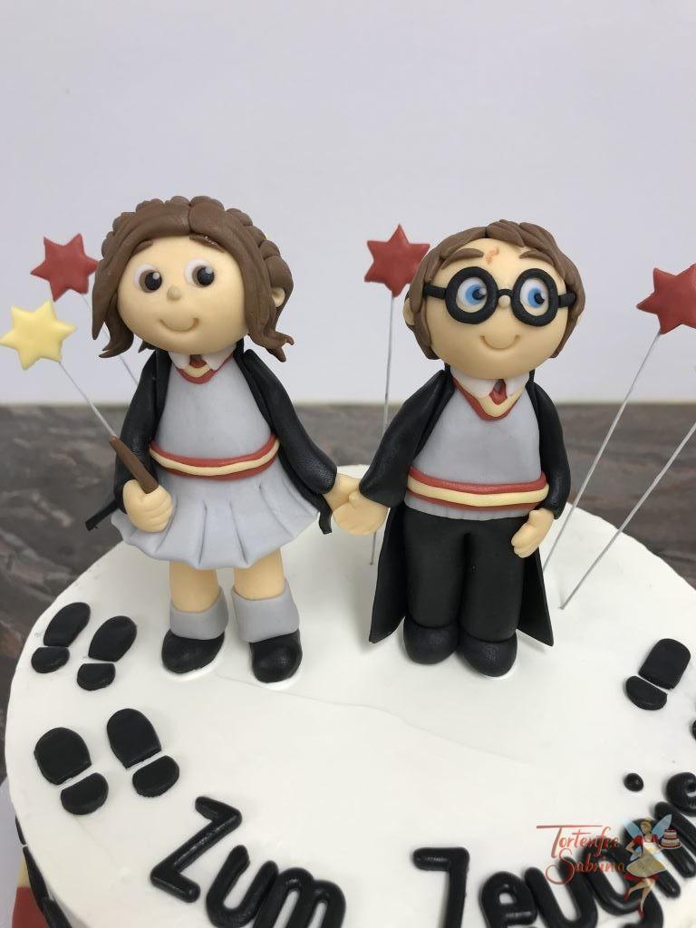 Jahrestagstorte - Harry Potter zu Besuch in der Schule mit Sternen und Hand in Hand mit dem Schulkind Valentina