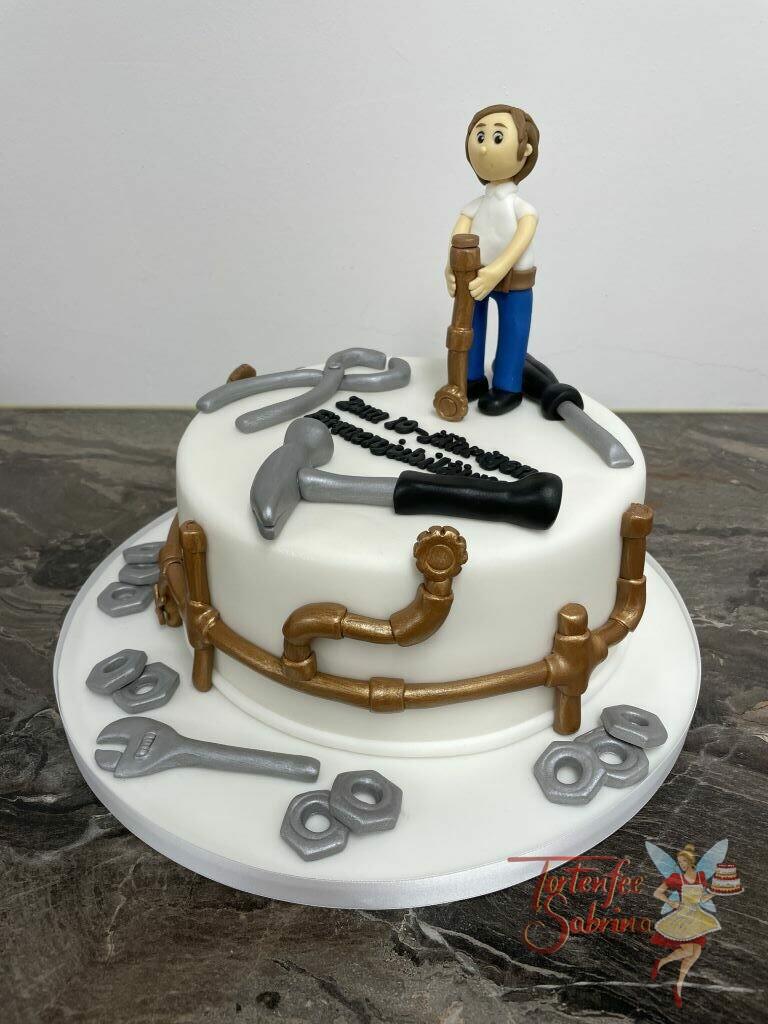 Jahrestagstorte - Installateur aus Leidenschaft, ist bei dieser Torte das Thema, verziert wurde die Torte mit Werkzeug und Kupferrohren.