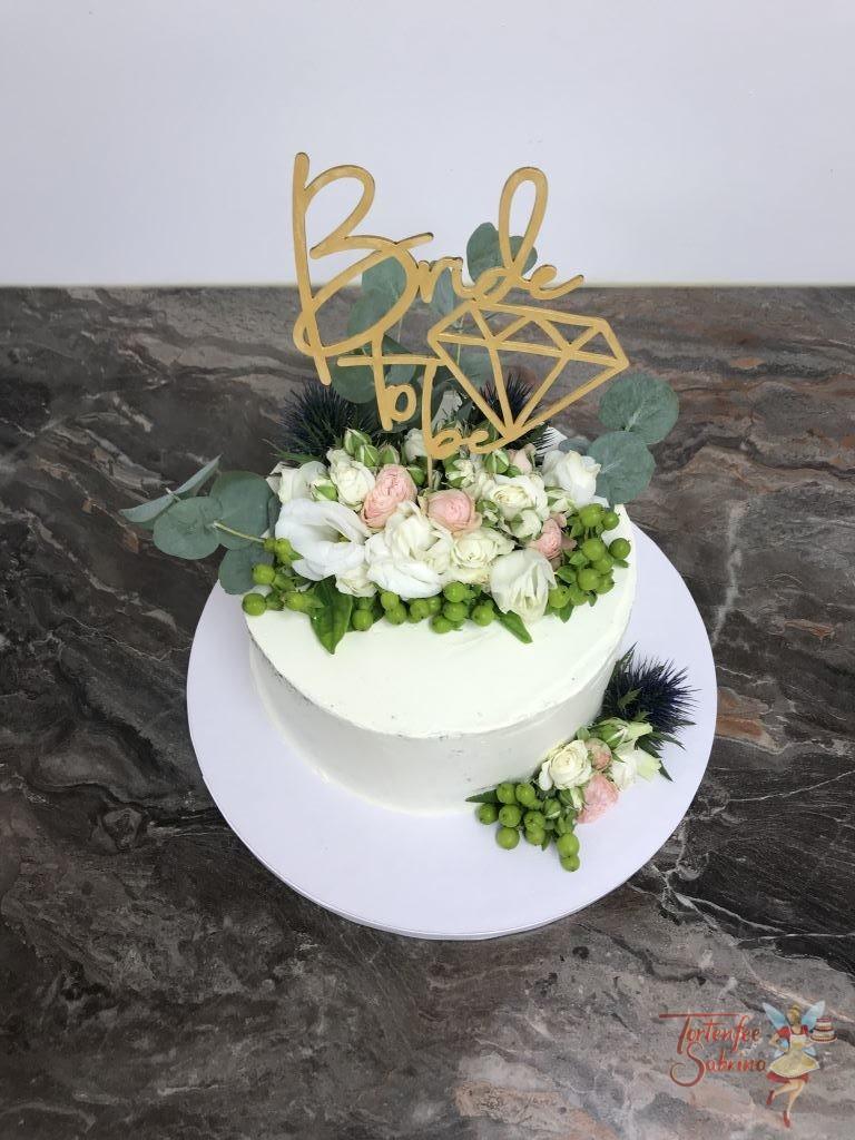 Poltertorte - Bride to be. Torte wurde nur eingestrichen und mit Blumen verziert, für den oberen Abschluß gibt es einen Cake Topper.