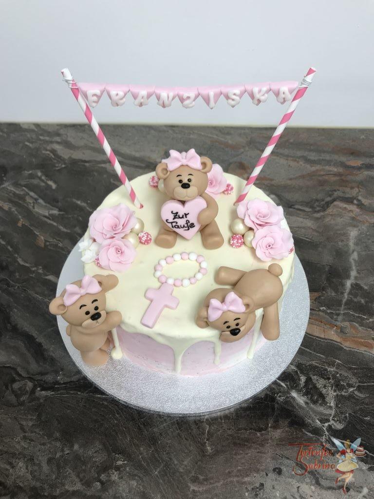 Tauftorte - Bären mit Girlande, dieser kleine Drip Cake wurde mit Rosen und Kreuz verziert und Bären sitzen unter der Girlande.