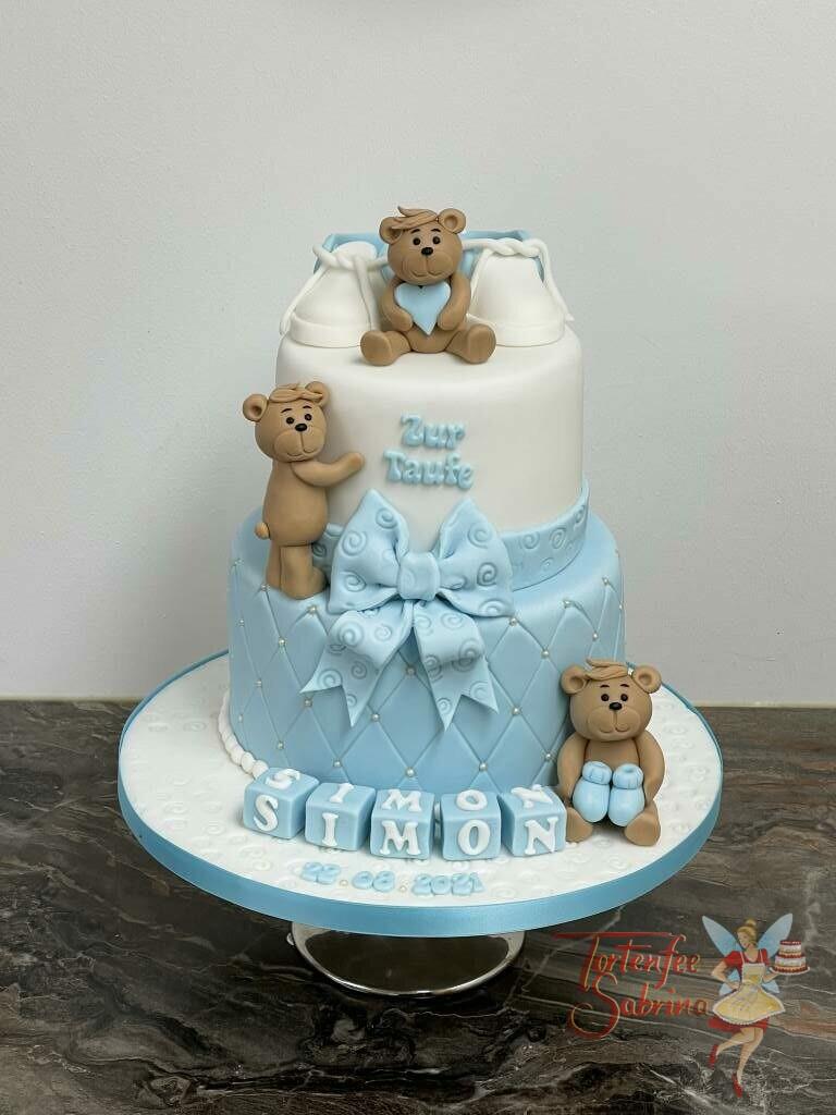 Tauftorte - Die drei Bären vergnügen sich auf der Torte, unten ist der Name auf Würfeln abgebildet und oben stehen Schüchen.
