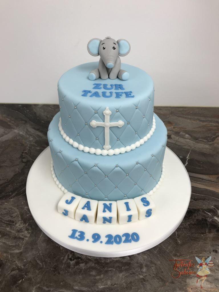 Tauftorte - Elefant ganz oben sitzt und schaut ganz lieb, die Torte wurde seitlich mit einem Rautenmuster und Perlen verziert.