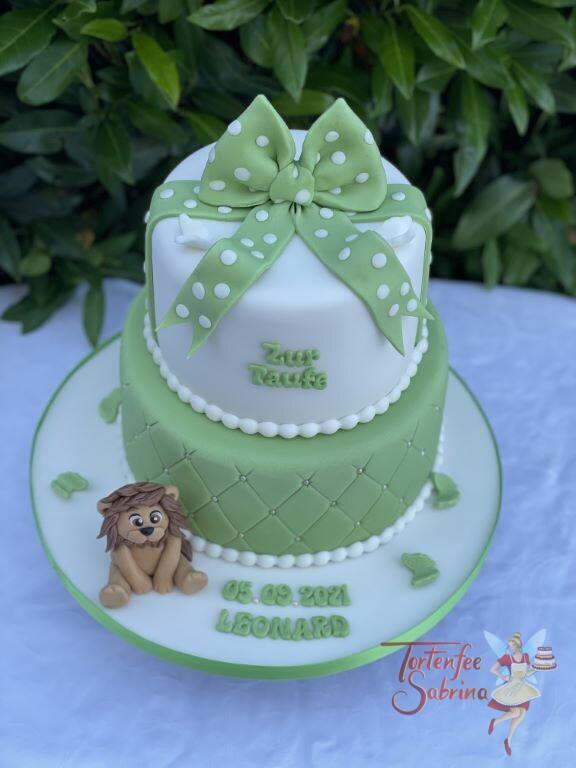 Tauftorte - Grüne Schleife mit Löwe, der untere Teil der Torte wurde mit einem Rautenmuster und glänzenden Zuckerperlen verziert.